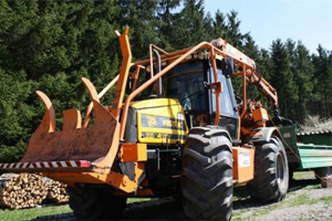 JCB FASTRAC 2135 with backfilling blade and LOW LOADER